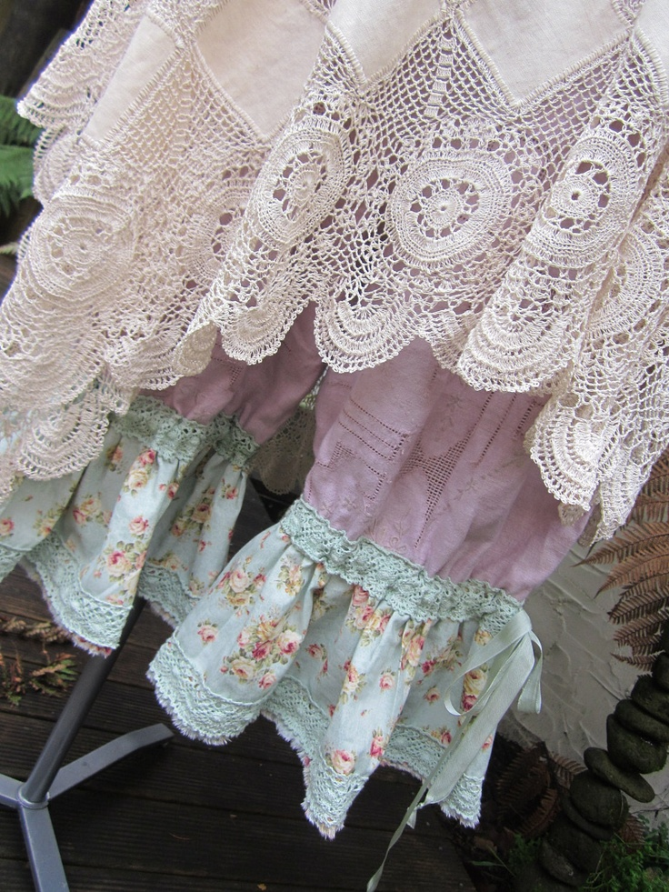 Bloomers!  So pretty with gypsy lace tunics.  I must have an outfit for this summer!