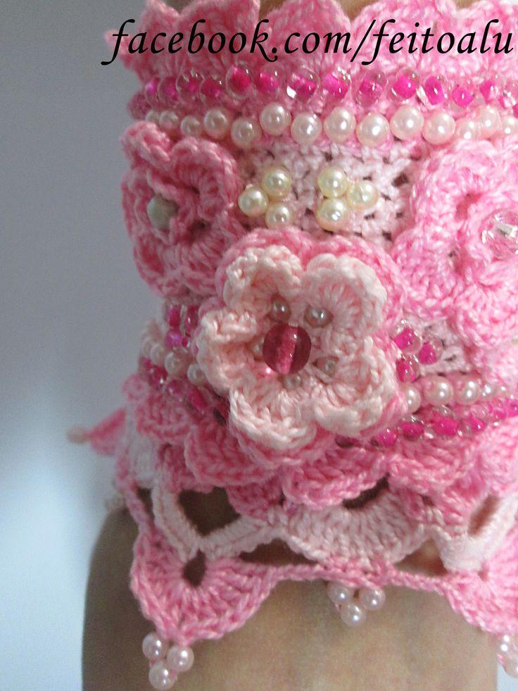 Estamos trazendo uma novidade para o Brasil: Crochet jewelry. Um bracelete artesanal, confeccionado com materiais selecionados e design exclusivo. Fale conosco e saiba como adquirir a sua! facebook.com/feitoalu