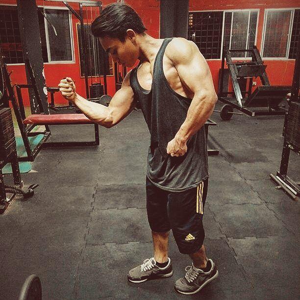 """Don't you quit..!"" #motivational #nopainnogain #mensphysique #pose #bodysolid #hardworkout #gymlife #calisthenic #squat #flexibility #getfitordietrying #aesthetics #bodybuilding #fitfam #body #classicgym #arnoldclassic #vsco #vscogood >:-D by nazuaaffendy"