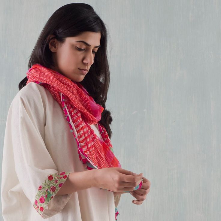 MALABAR BOTANICAL Good Earth Malabar's botanical collection of bright colours has accents of playful plaids and floral embroidery on tropical silk and chanderi. Available across all Good Earth shops in India #GoodEarthSustain #Malabar