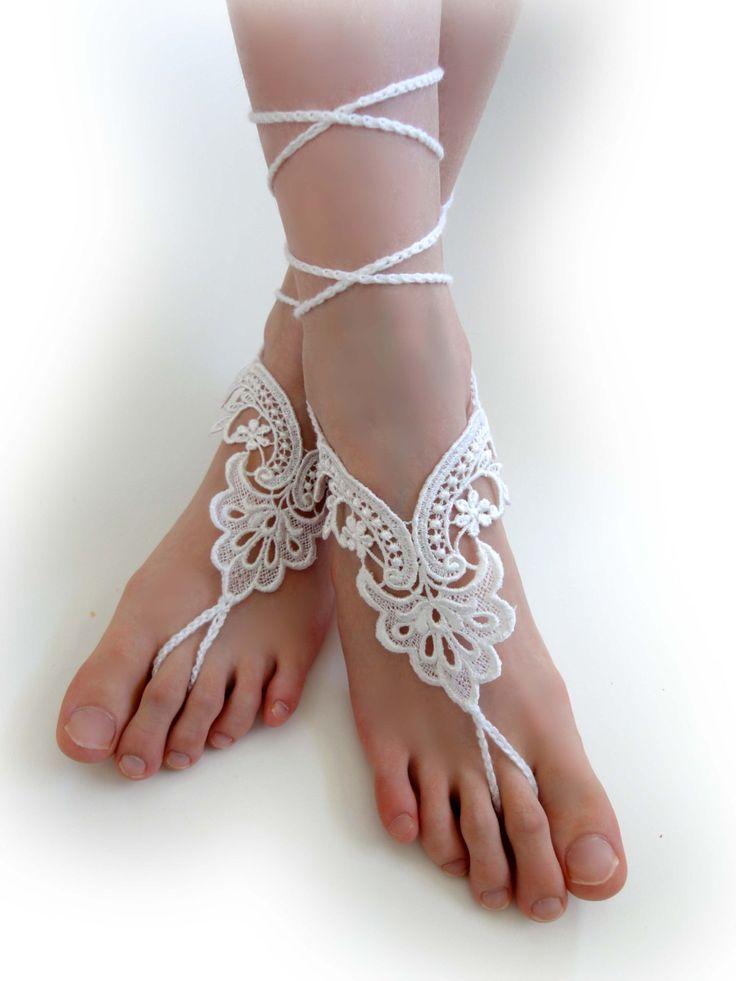 Sandales aux pieds nus de dentelle blanche. Bijoux de pied. Bracelets de cheville. Dentelle blanche Motif de fleur. Plage piscine Party accessoire pour les femmes et les adolescents. Ensemble de 2 pcs. par VividBear sur Etsy https://www.etsy.com/fr/listing/227882424/sandales-aux-pieds-nus-de-dentelle
