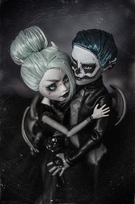 Bonnie-and-Clyde-OOAK-Monster-High