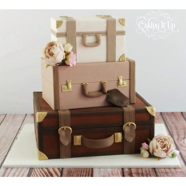 Trio of vintage style suitcases created for a very lovely couple. Melanie and Richard love to travel hence the theme. I hope you both had a beautiful day :-) #travelcake #suitcases #vintage #cakingitup #weddingcake #sugarart #sydneycakes