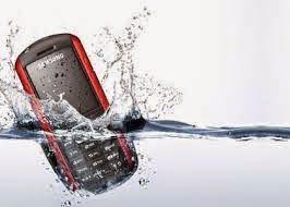 Wangsa Lifestyle: Ponsel Terkena Air, Coba Lakukan Trik Ini