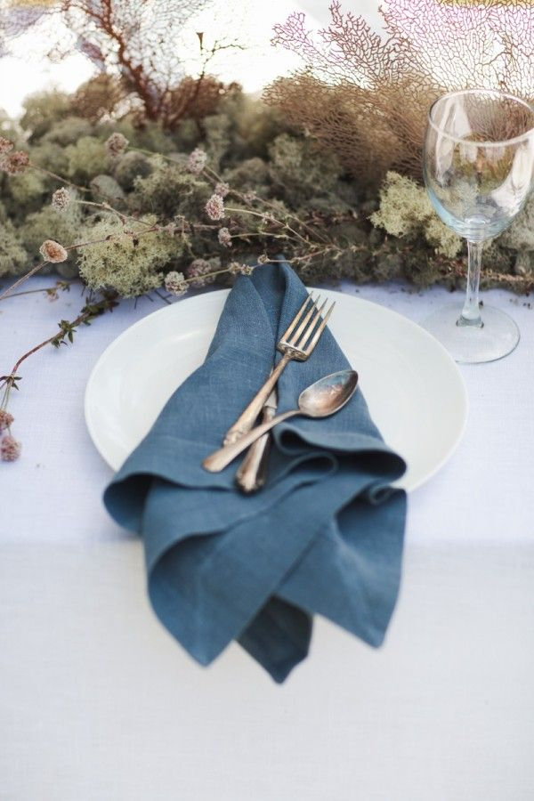 country-style place settings - photo by Kristen Victoria Photography http://ruffledblog.com/vendors/kristen-victoria-photography/