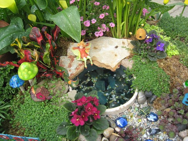 Fairy Gardens You Can Make Yourself: Small Flowers for Fairy Gardens
