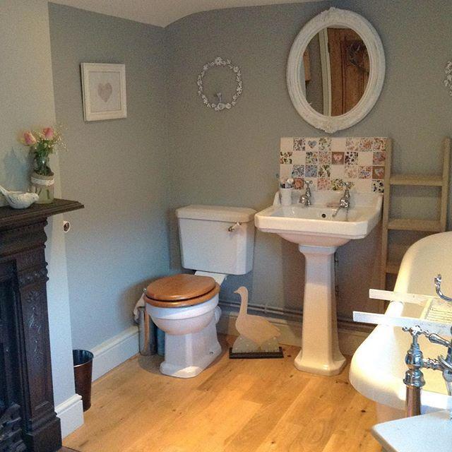 Buon pomeriggio… Ho scovato per voi l'incantevole e romantico cottage di Tracey… una favolaaaaa…          ...