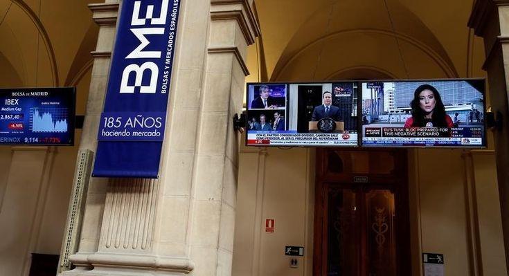 © Reuters. El Ibex cede en la apertura, se aleja del cierre del año en positivo