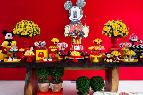 A festa de 3 anos do Guilherme foi inspirada no universo da Disney! O personagem escolhido como tema foi oratinho mais querido de todos, o Mickey! A Jazz
