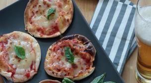 Ατομικές πίτσες «Μαργαρίτα» με αραβική πίτα