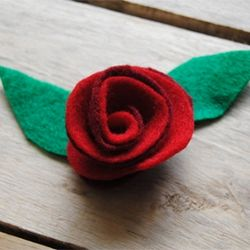Tutorial for making felt roses with dimension.