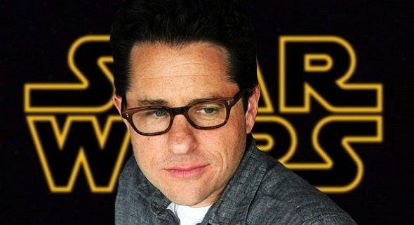 Por fin, Disney ha confirmado lo que todos esperábamos: 'Star Wars: Episode VII', que pronto comenzará su rodaje en los estudios Pinewood de Londres, ocurrirá 30 años después de los eventos de 'El retorno del Jedi', y seguirá las aventuras de un trío de jóvenes junto a algunas caras que nos sonarán… ¡mucho!.