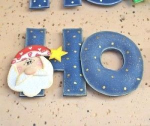 Venha aprender a fazer letras de EVA recheadas e montar um lindo enfeite de natal para sua porta ou parede.
