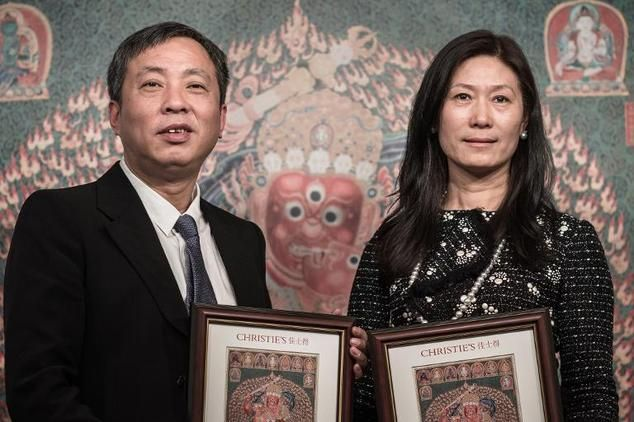 Liu Yiqian and his wife Wang Wei receiving the certificate from Christie's for their purchase of a record-priced Tibetan tapestry. Photo: PhillipeLopez, courtesy AFP.