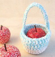 Quick Crocheted Gift Basket For Small Presents Or Treats - creative jewish mom