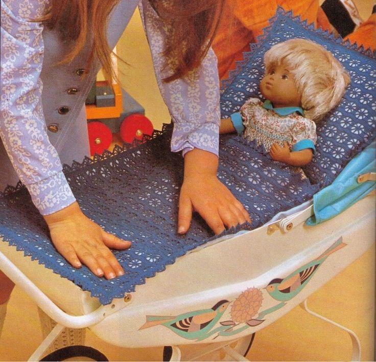Crochet Pattern For Dolls Pram : VINTAGE 70s DOLLS PRAM BLANKET & PILLOW COVER SIZE 42CM ...