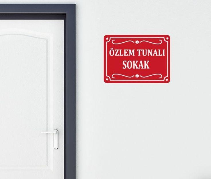 Kişiye özel duvar sticker istediğiniz isme göre uyarlanır.  Fiyat: 59 TL