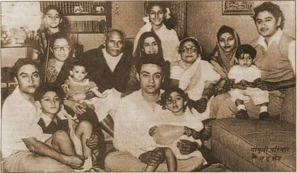 The Ganguly family with Ashok Kumar and Kishore kumar in a rare picture