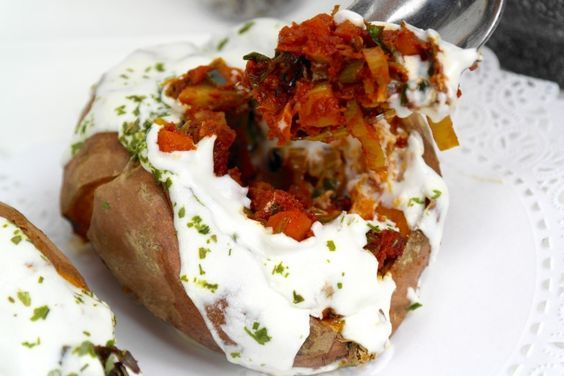 Gevulde zoete aardappelen met geitenkaas