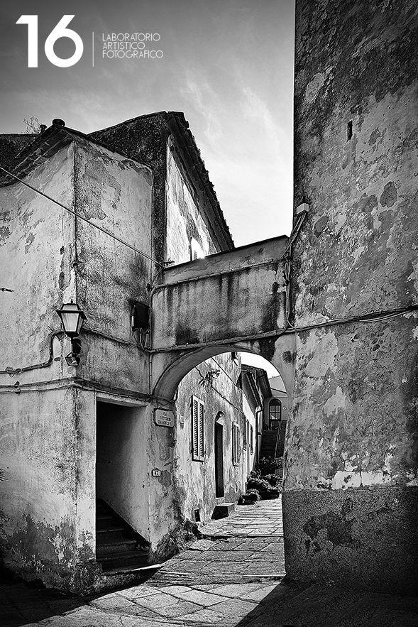 Vicolo di Sant'Ilario all'isola d'Elba. Fotografo di matrimoni