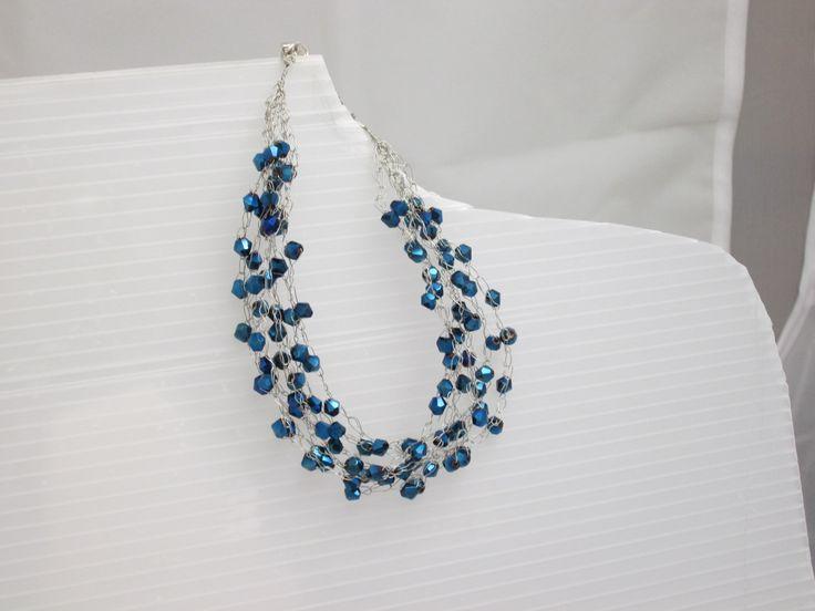 Braccialetto in filo metallico e perline