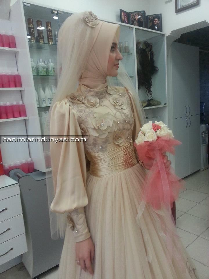 2015-Tesettürlü-Gelin-ve-Nişan-Başı-Modelleri-2015-Wedding-Hijab-15.jpg (720×960)