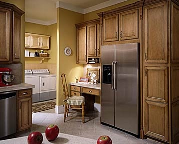 Maple kitchen cabinets from aristokraft cabinetry for Aristokraft oak kitchen cabinets