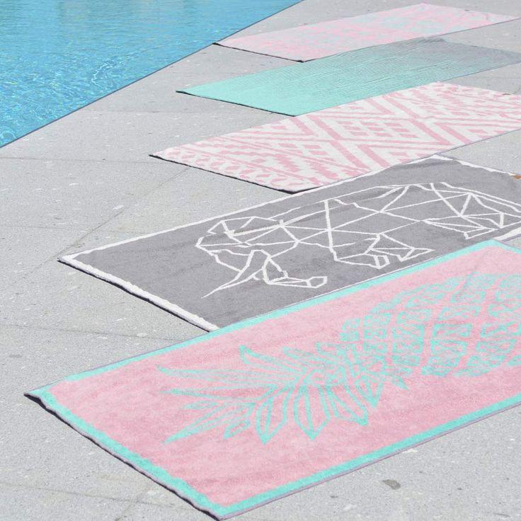 Fantasievoll gemusterte Strandtücher