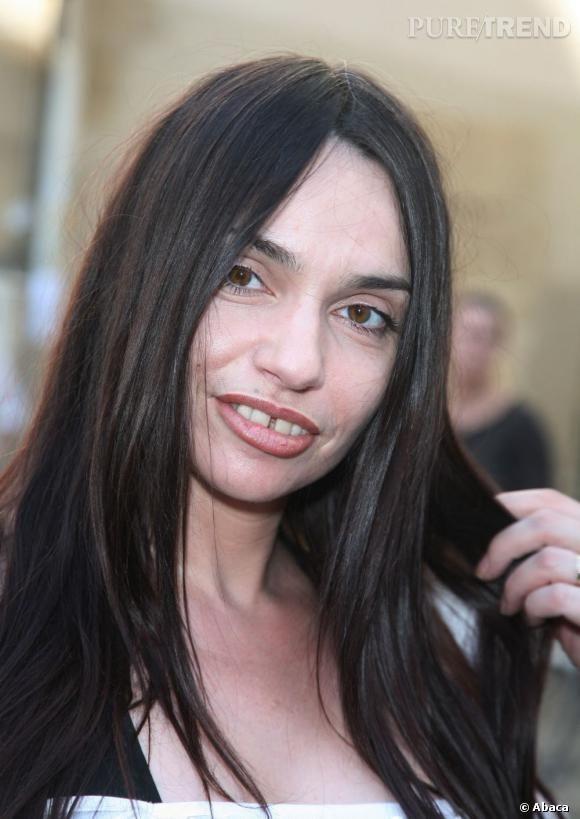 Les stars et les dents du bonheur     Actrice atypique, Béatrice Dalle aussi affiche le précieux sourire.
