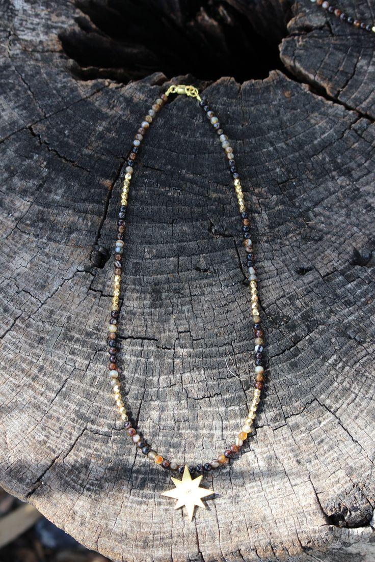 Fio Pedras Agatas Castanhas com Pirites douradas Estrela 8 Pontos em Prata com banho de ouro +info: joias.she@gmail.com