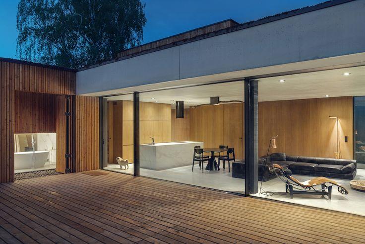 bardage-vertical-bois-mélèze-terrasse-assortie