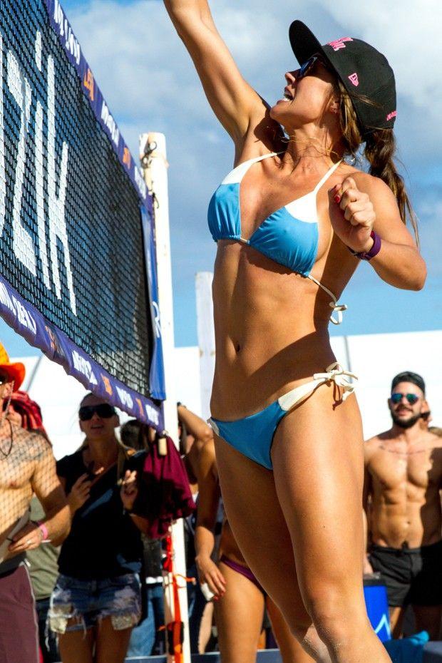 Este torneio de vôlei de praia com modelos vai elevar sua temperatura