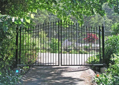 17 images about driveway gate on pinterest wrought iron for Aluminum driveway gates prices