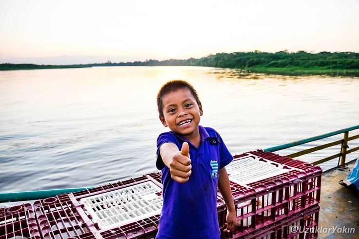 Yurimaguas'dan Lagunas'a geçmişimizi Amazon nehri üzerinde taşımacılık yapan teknelerle gerçekleştirmiştik. Yerel halk da bu gemilerde çoluk çocuk hamaklara kurulup seyehat ediyorlar. Sabah bindiğimiz teknede gün batimina doğru çocuklarla bayağı kaynaşmıştık. Devamı son yazımızda. #uzaklaryakin #peru #yurimaguas #amazon #gezgin #macera #yolculuk #cokgezenlerkulubu #turkishfollowers #gezi #traveltheworld #seyahat #photography #photooftheday #photographers_tr #fotograf #southamerica…