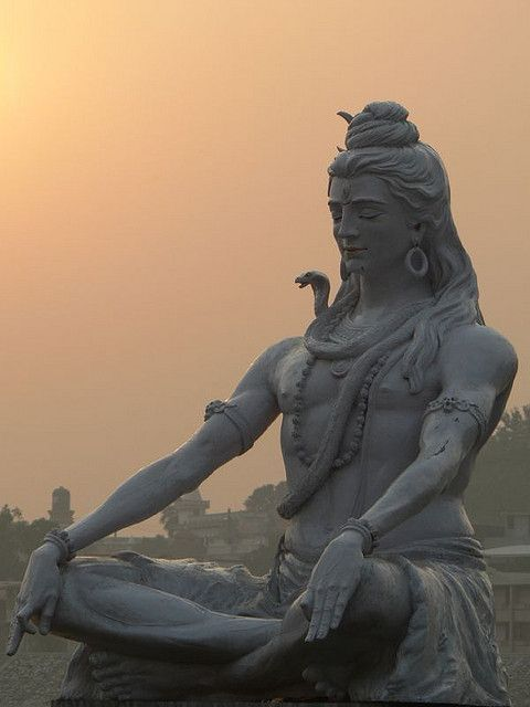 Jarmo Tuisk/Shiva statue : Parmarth Niketan ghat in Laxman Jhula, Rishikesh, india