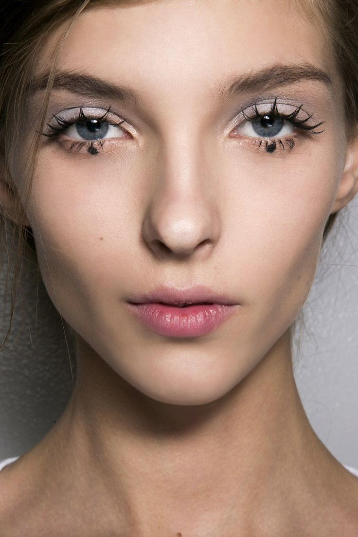 7 new ways to apply mascara.