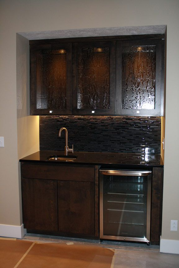 Mini wet bar kitchens baths bars etc pinterest bar minis and wet bars for Kitchen with mini bar design