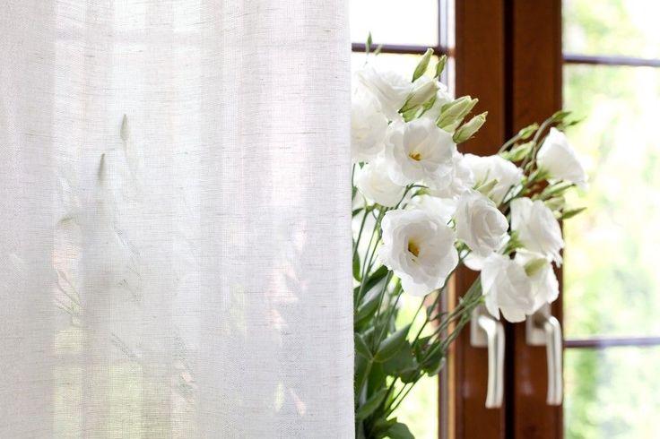 Dekoria poleca dekoracje okien: zasłony, firany, narzuty, rolety rzymskie i tkaniny dekoracyjne. Wykonujemy też szycie zasłon, firan na wymiar. Internetowa szwalnia zaprasza!