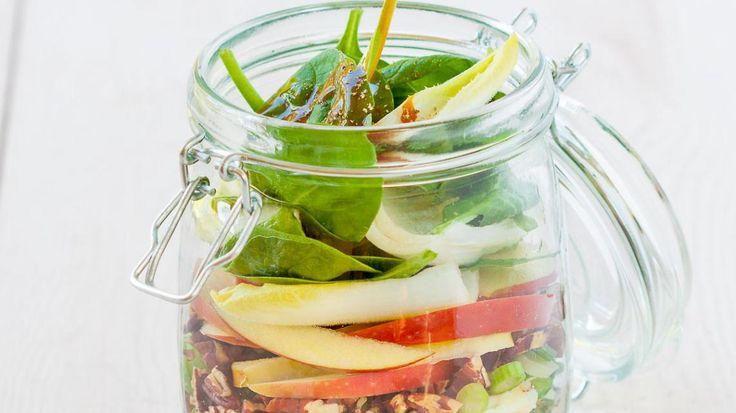 Salade met gorgonzola, noten, appel en croutons | VTM Koken