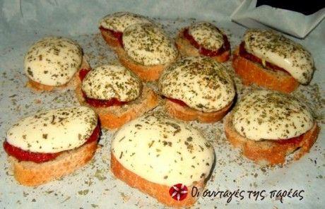 Σκορδόψωμα με μοτσαρέλα και λιαστή ντομάτα