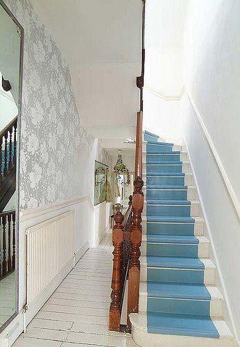 Con alfombra celeste escaleras pinterest escalera y for Escaleras con alfombra