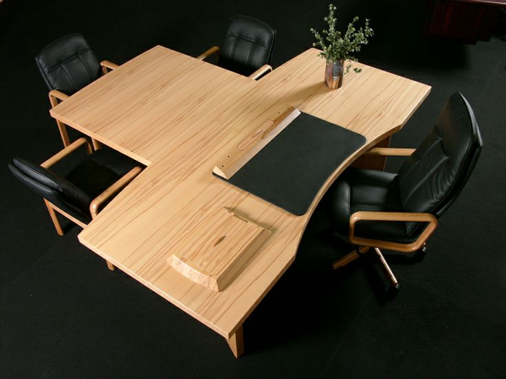 In the starline range we also offer an alternative to the traditional conference tables by integrating the conference table with the impressive executive desk.