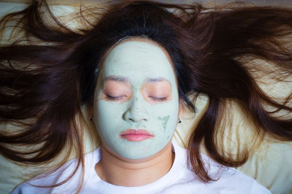 Overnight skin and hair products that beautify while you sleep    City that never sleeps? Yeah, right. #beautysleep #haircare #FlawlessBotanics