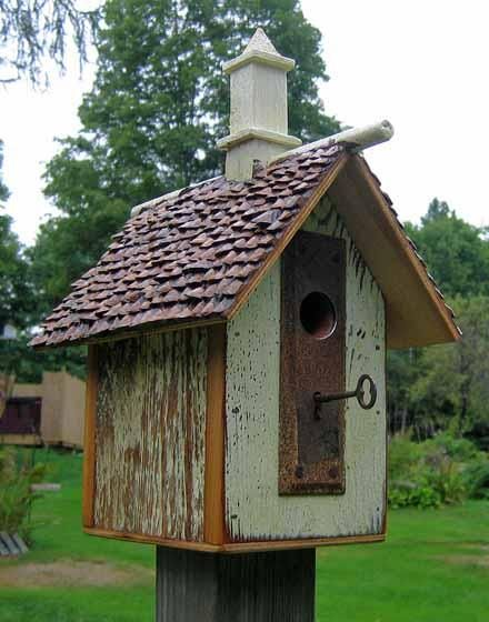Recycled Birdhouse: Recycled Birdhouses Lov, Diy Crafts, Birds Feeders, Doors Knobs, Birds House, Recycled Birds, Skeletons Keys, Diy Projectsmor, Doorknob House