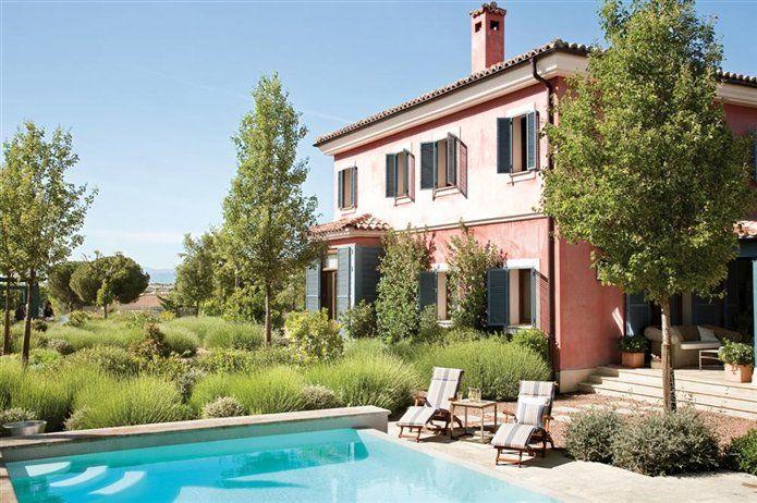 La casa rosada un viaje a la toscana for Fachadas de casas pintadas