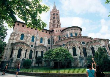 Toulouse : Basilique Saint-Sernin, plus grande église romane d'Europe et important centre de pèlerinage.