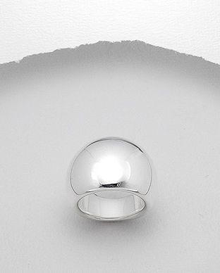 Inel interesant realizat din argint 925. Latime maxima: 20 mm. Greutate: 6 gr. Marime disponibila: 7 (SUA).
