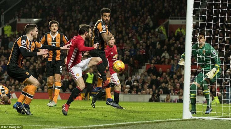 The Hull defenders were slow to react to the diminutive Spaniard who caressed the ball over the line to give his side the lead