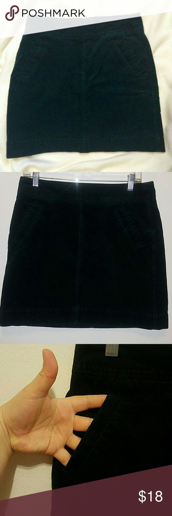LOFT dark green curd skirt BOGO SALE! Excellent condition, with 2 front pockets and 2 back pockets also a back zipper, measures 18 inches long and 34 waist and hips are 40 inches. LOFT Skirts