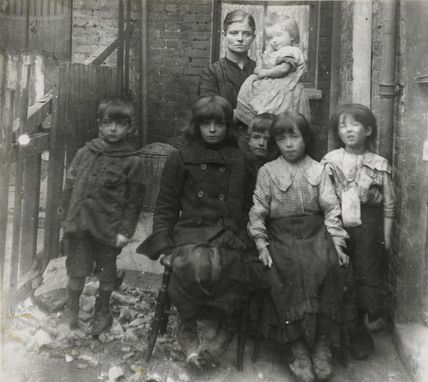 East End family: c.1900, Unknown